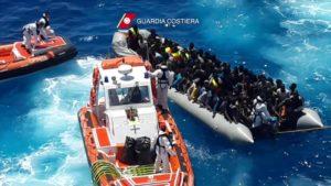 E' stato recuperato il relitto del peschereccio inabissatosi il 18 aprile 2015, nel naufragio in cui morirono circa 700 migranti, considerata la più grande tragedia nel Mediterraneo fra i viaggi della speranza, a largo della costa della Libia. ANSA/MARINA MILITARE +++EDITORIAL USE ONLY - NO SALES+++